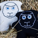 Envirowoollys - Embroidered black and white sheep